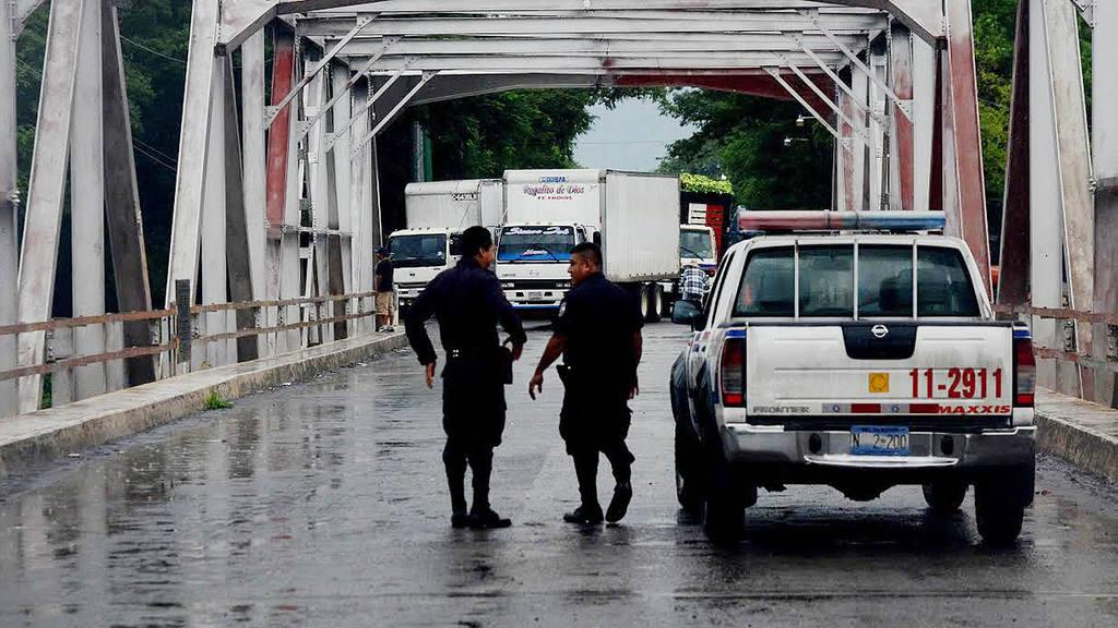 Cierran frontera La Hachadura ante riesgo de desbordamiento del río Paz