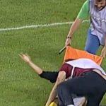 Jugador se lesiona y los médicos lo maltratan