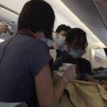 Doctora de Los Ángeles atiende parto en vuelo desde Taiwán