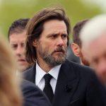 Jim Carrey en el funeral de su exnovia