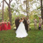El padre de la novia sorprende al padrastro y juntos caminan la novia hacia el altar