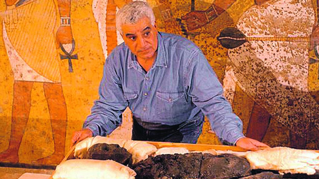 Zahi Hawass, tráfico de objetos faraónicos