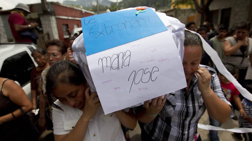 REANUDAN LABORES DE RESCATE EN GUATEMALA Y SUBEN A 88 LOS MUERTOS POR ALUD