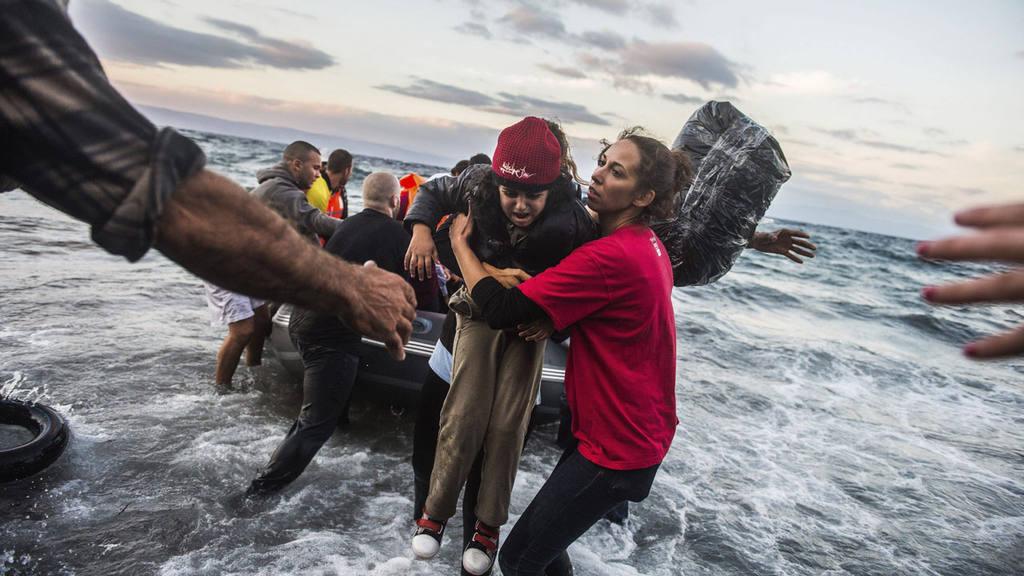 Refugiados afganos llegan a Grecia