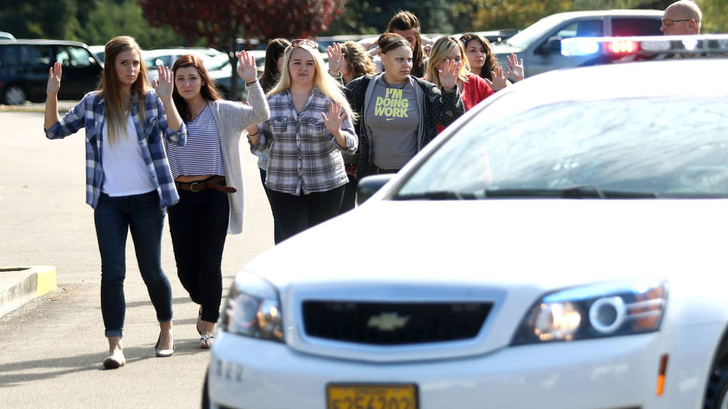 Students, staff and faculty are evacuated from Umpqua Community Colle