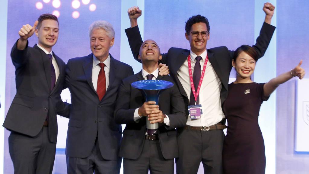 """Salvadoreño ganó el premio""""Hult Prize"""" otorgado por expresidente Bill Clinton"""