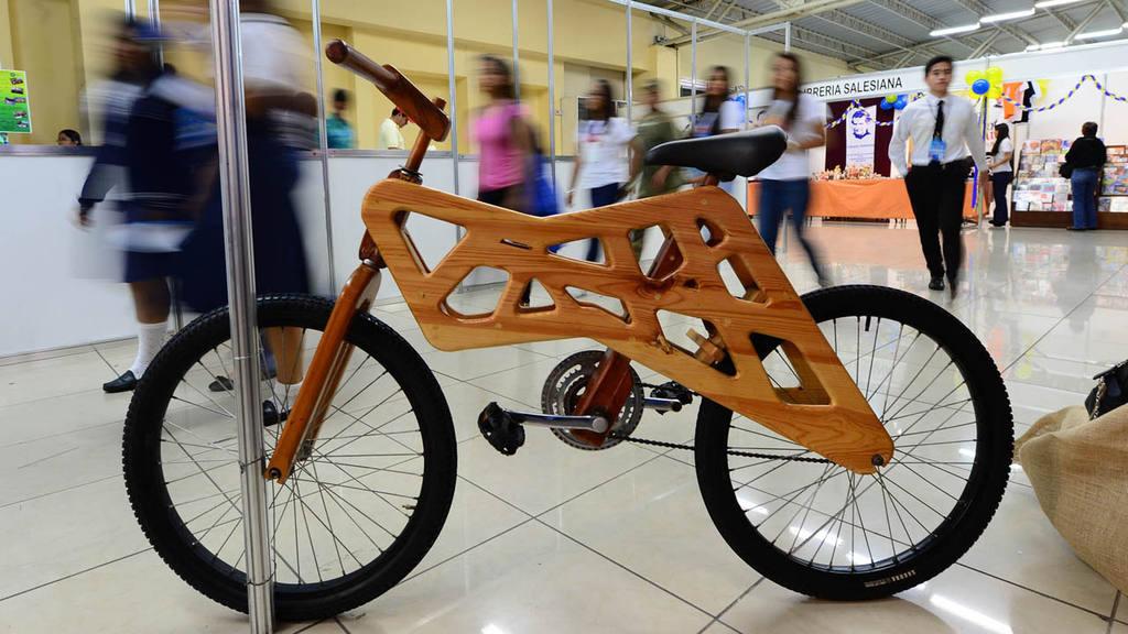 Jóvenes exponen sus mejores proyectos en la feria salesiana