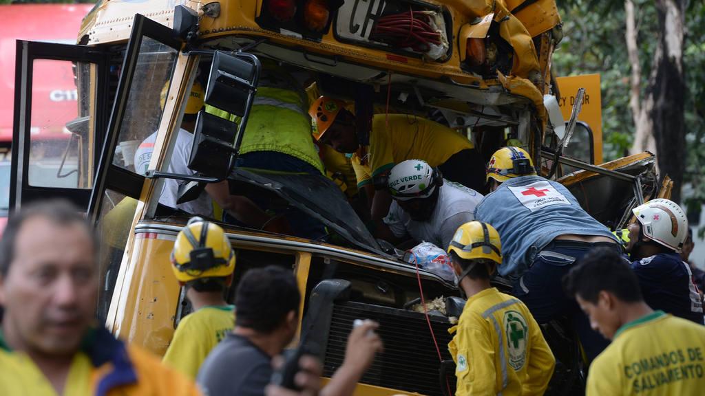 Accidente de bus y rastra