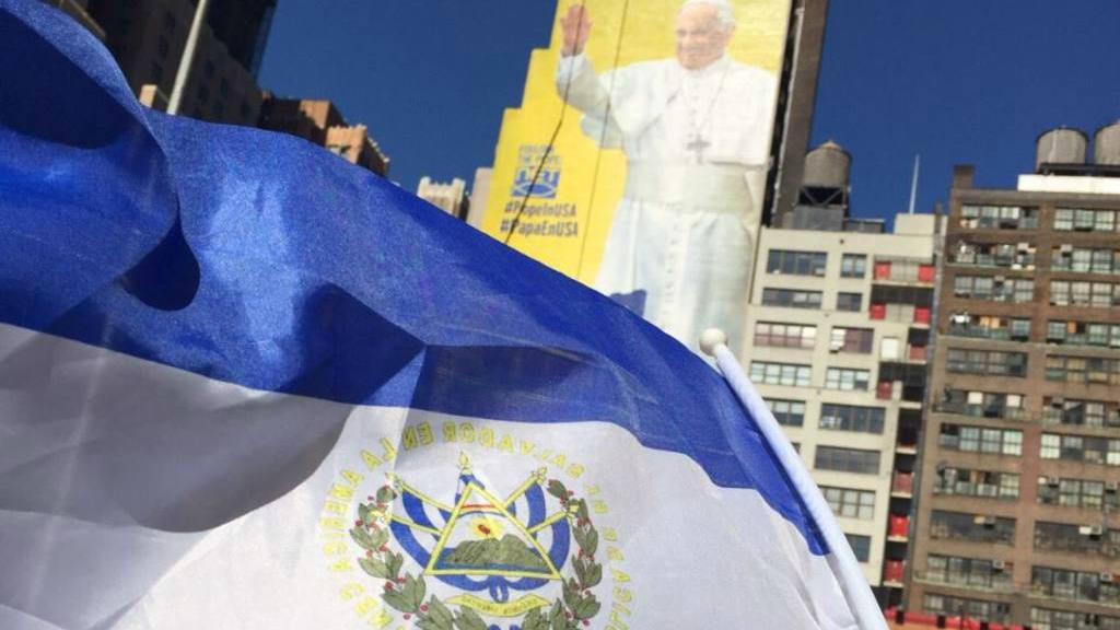 Salvadoreños esperan a Francisco en Nueva York