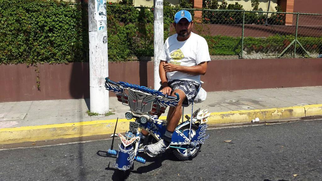 Salvadoreños participan en el Día Mundial sin Carro