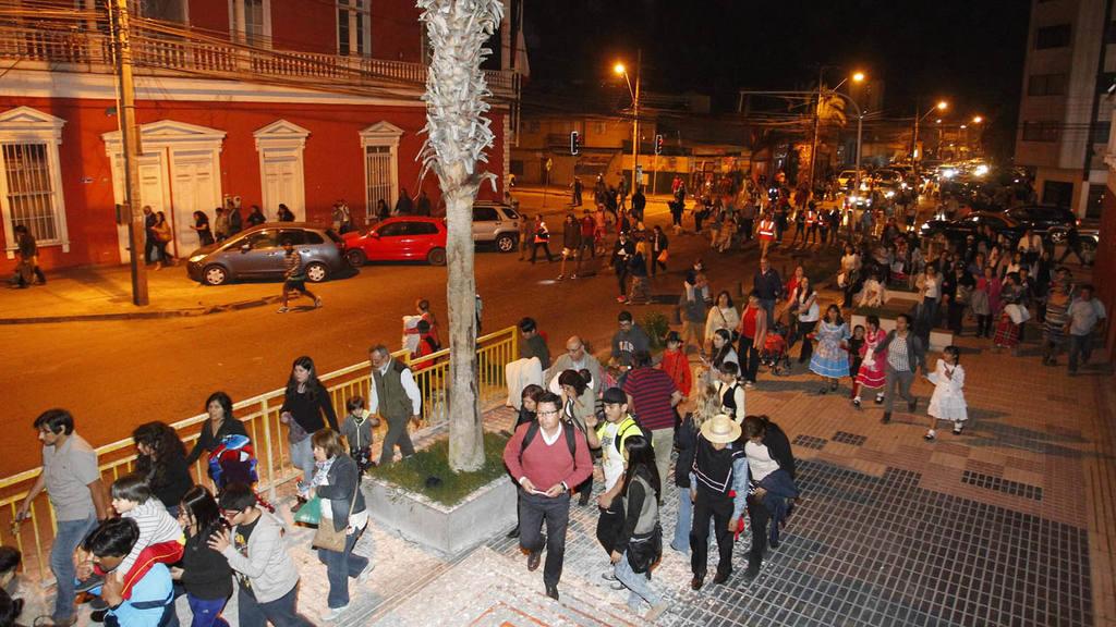 ORDENAN EVACUAR BORDE COSTERO POR ALERTA DE TSUNAMI POR SISMO DE 8,4