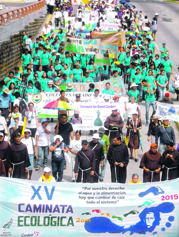 Ambientalistas participaron en una marcha para pedir por el derecho al agua