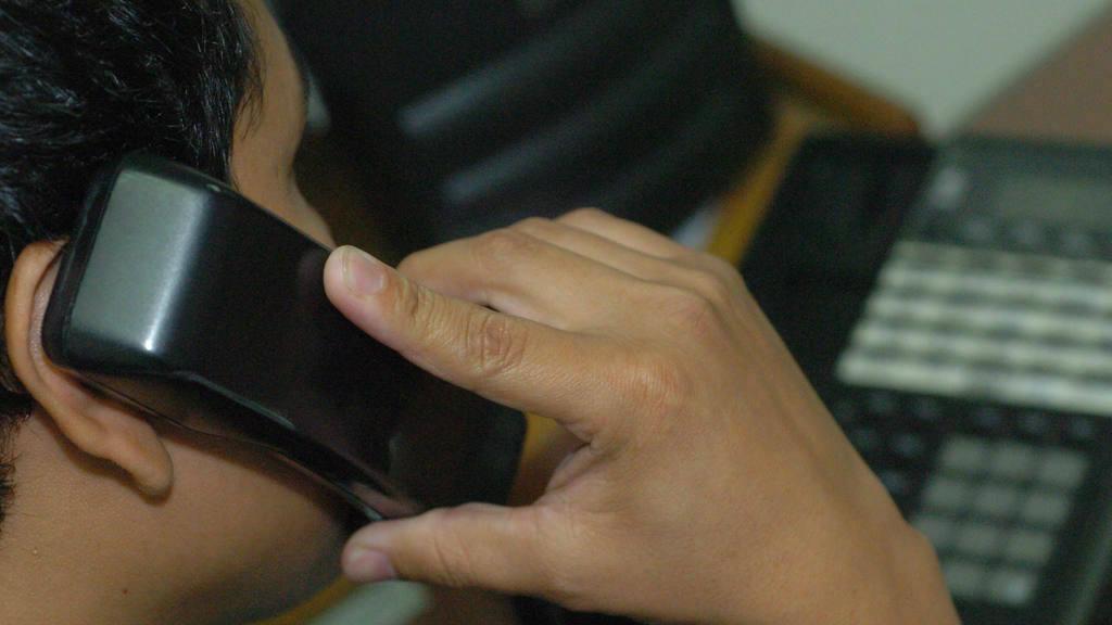 Impuesto de seguridad lo pagarían usuarios de telefonía móvil y fija