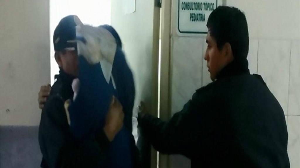 Rescatan a niño de dos años que era amamantado por una perra