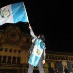 Guatemaltecos celebran renuncia del presidente Otto Pérez Molina