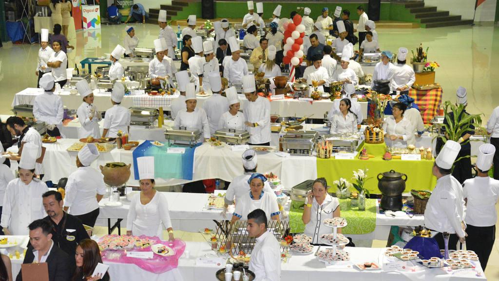 """La C·mara de Comercio e Industria de El Salvador, filial Santa Ana, a travÈs del ComitÈ de Turismo realizÛ el VI Festival Gourmet """"Occidente Sabe Mejor""""."""