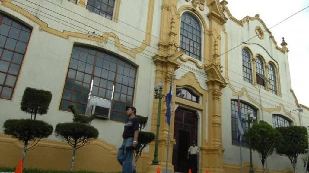 """Concejales de San Salvador piden que alcalde explique vínculos con """"troll center"""""""