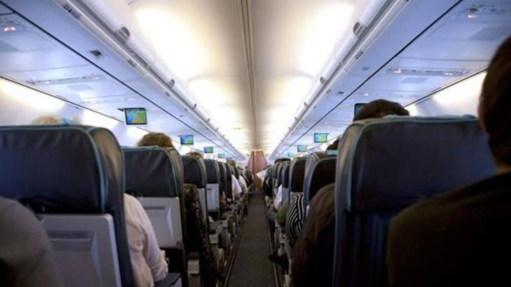 Se encuentra a su doble en un avión