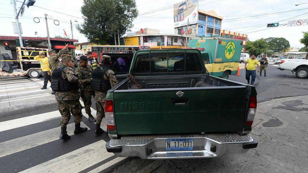 Tres soldados lesionados en accidente en Alameda Juan Pablo II