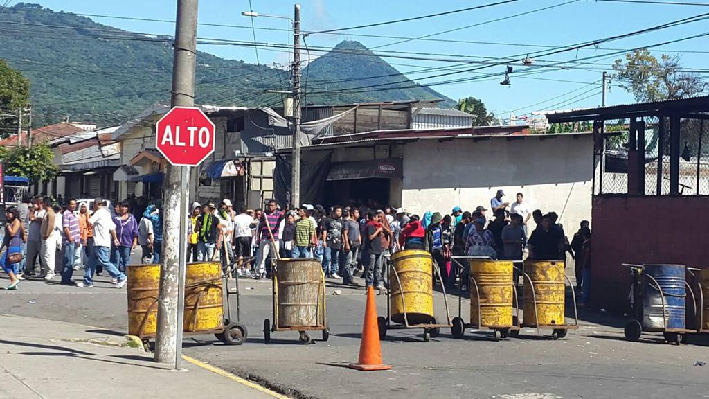 Tensión en Santa Tecla por protestas de vendedores