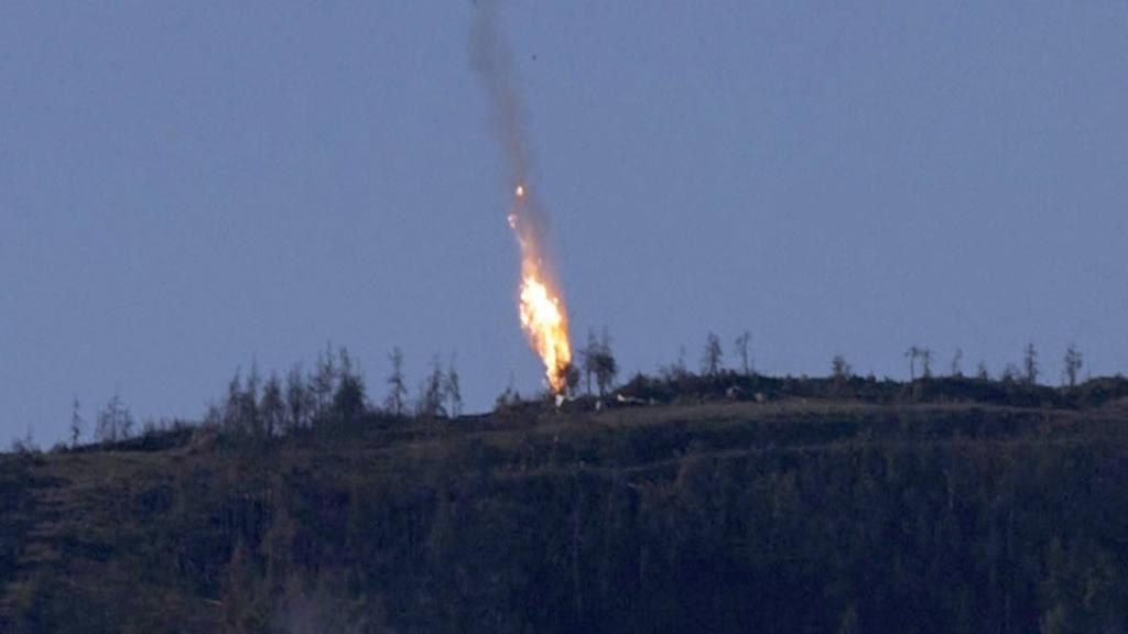 RUSIA AFIRMA QUE EL SU-24 DERRIBADO EN SIRIA NO VIOL? EL ESPACIO A?REO TURCO