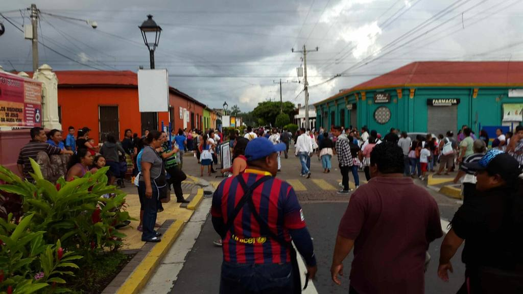 Vendedores informales se toman el paseo el Carmen