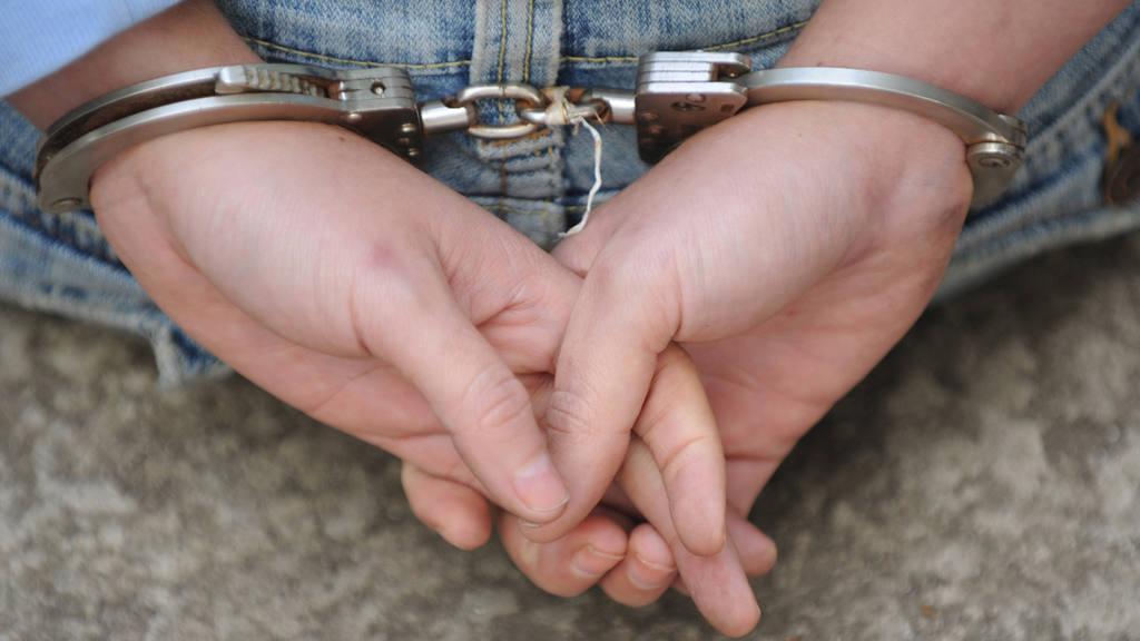 Dos mujeres detenidas por intentar meter cocaína, viagra y chips