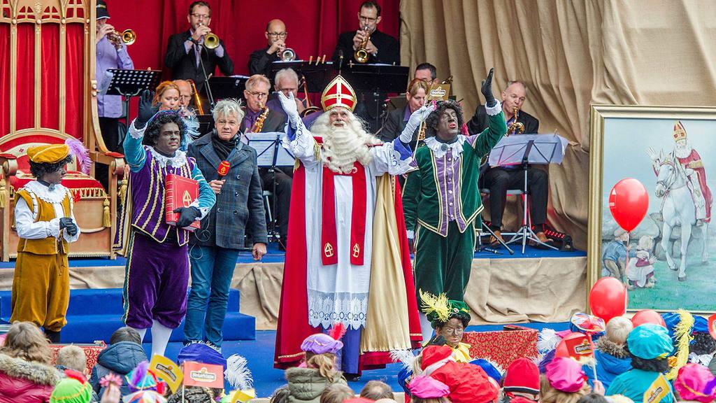 Sinterklaas and Zwarte Piet arrive in Meppel