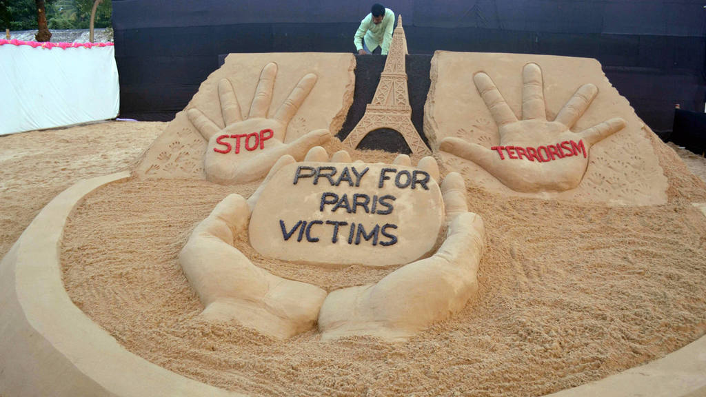 Memorial for vistims of Paris attack aftermath in India