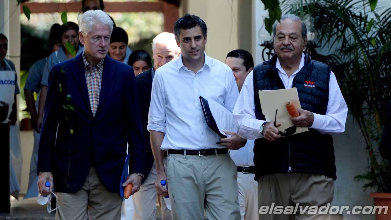 Bill Clinton junto Carlos Calleja y el magnate Carlos Slim reunidos para la firma del memorandum de entendimiento.