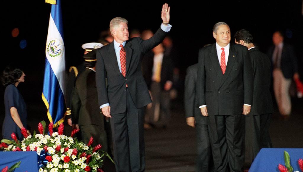 Fotografías históricas primera llegada de Bill Clinton a El Salvador