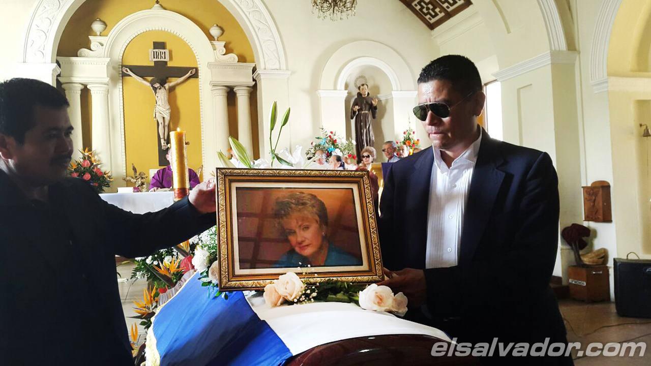 Funeral de Gloria Salguero Gross