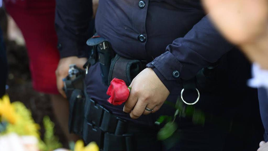 Entierran a policía Kenny Cabezas en Ahuachapán