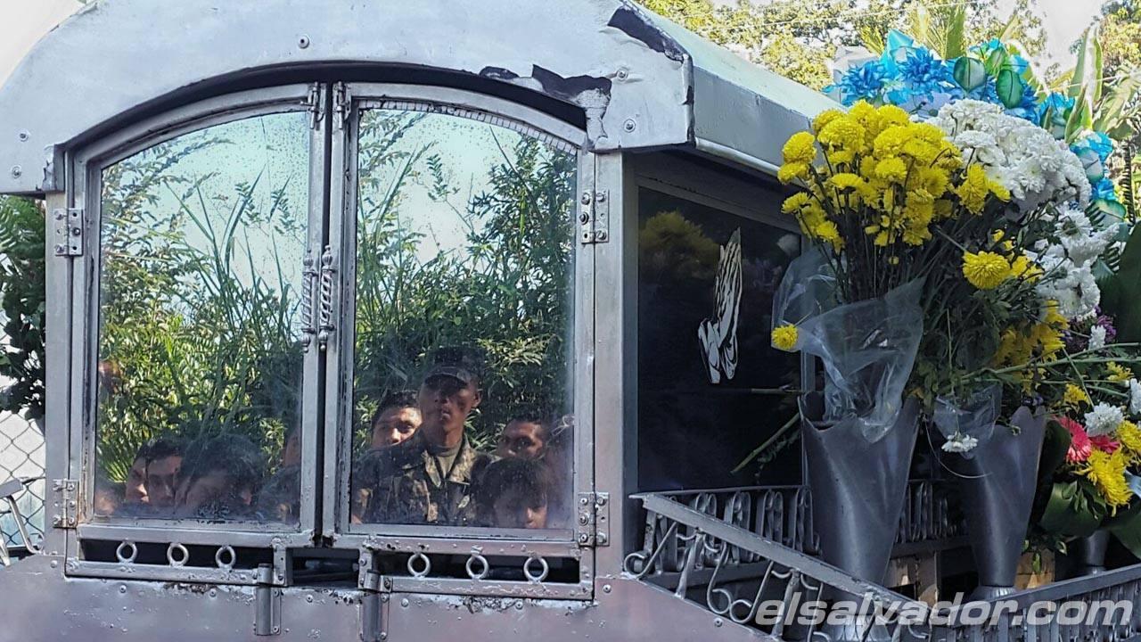 Entierro de soldado asesinado en Nochebuena