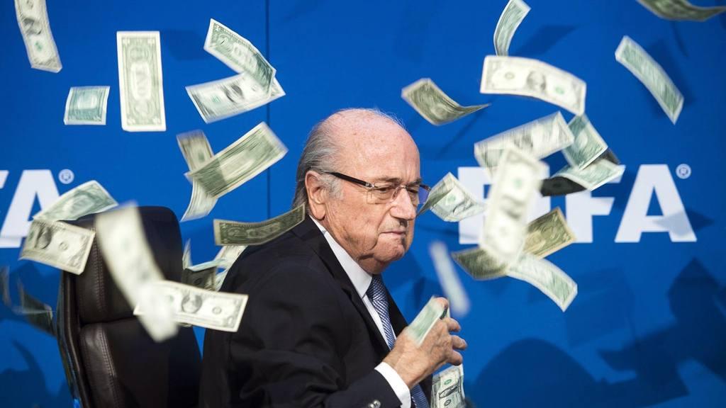 BLATTER, SUSPENDIDO 90 DÕAS PROVISIONALMENTE POR LA COMISI?N DE ?TICA DE FIFA