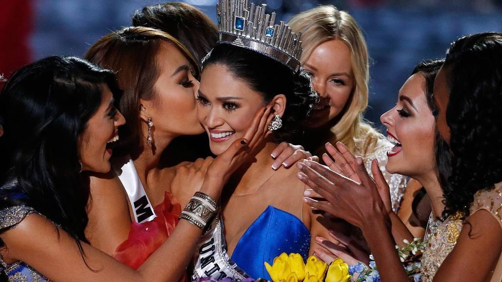 Other contestants congratulate Miss Philippines Pia Alonzo Wurtzbach