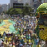 Miles de brasileÒos salen a las calles para exigir la destituciÛn de Roussef