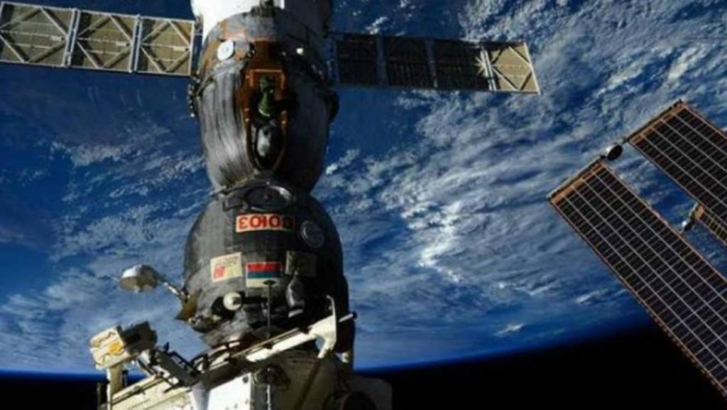 La nave tripulada Soyuz regresa hoy a la Tierra con tres cosmonautas a bordo