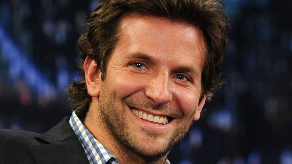 La sonrisa en los hombres los hace irresistibles, según estudio