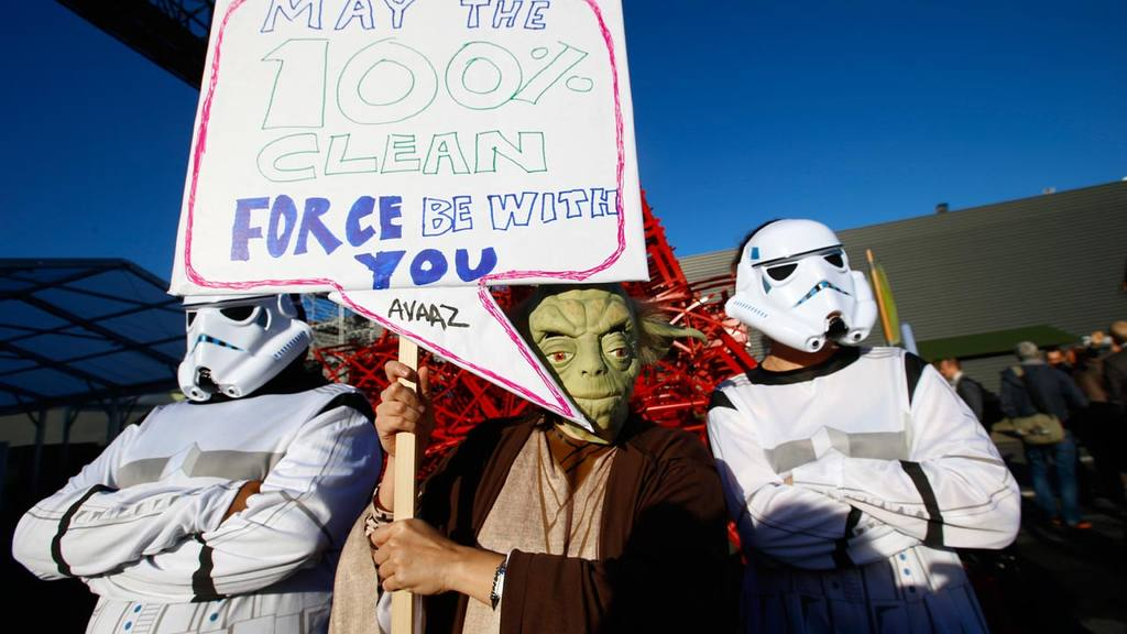 Global citizenøs movement Avaaz in a Star Wars themed stunt with Yoda