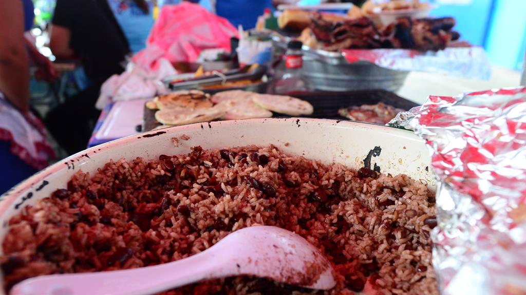 Comidas en el estadio Cuscatlán.