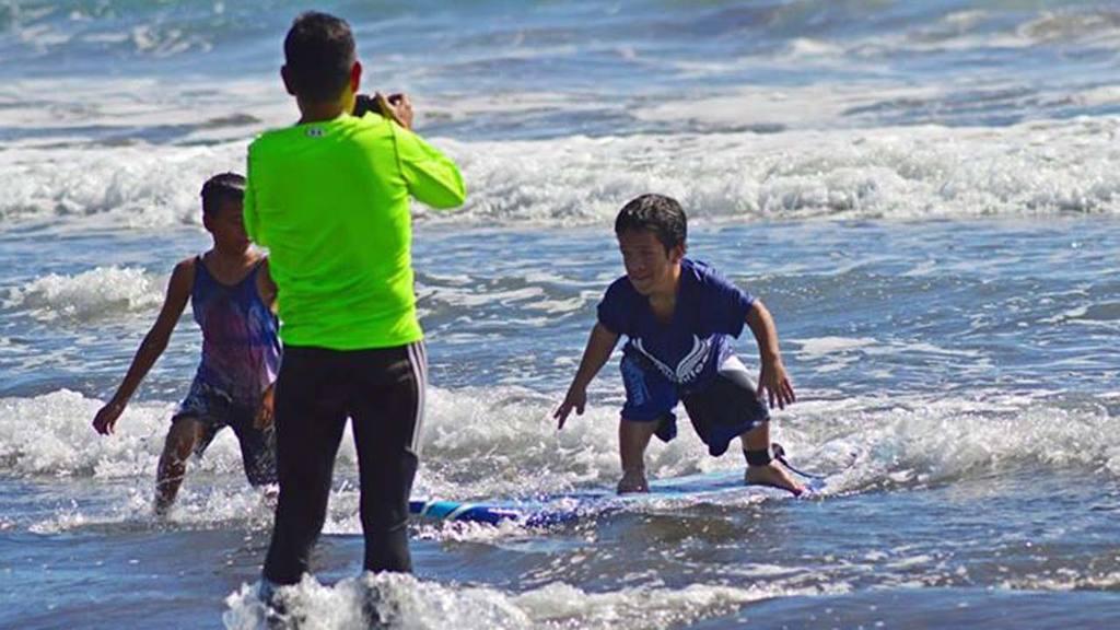 Surfeando sin importar las limitaciones físicas