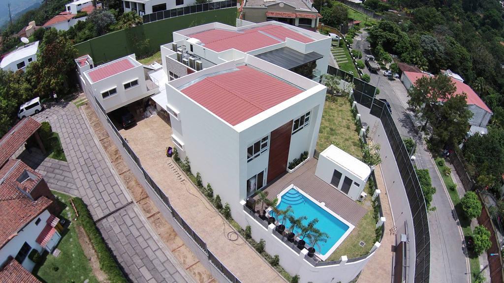 Vista aérea de la mansión situada en la residencial Altamira, al sur de San Salvador, caso Funes.