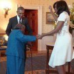 Abuela baila al conocer a los Obama