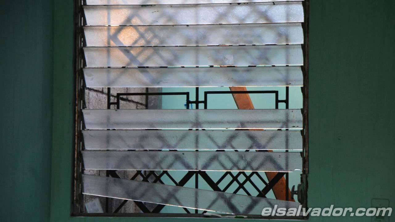 Pandilleros dañan casas policiales en Soyapango