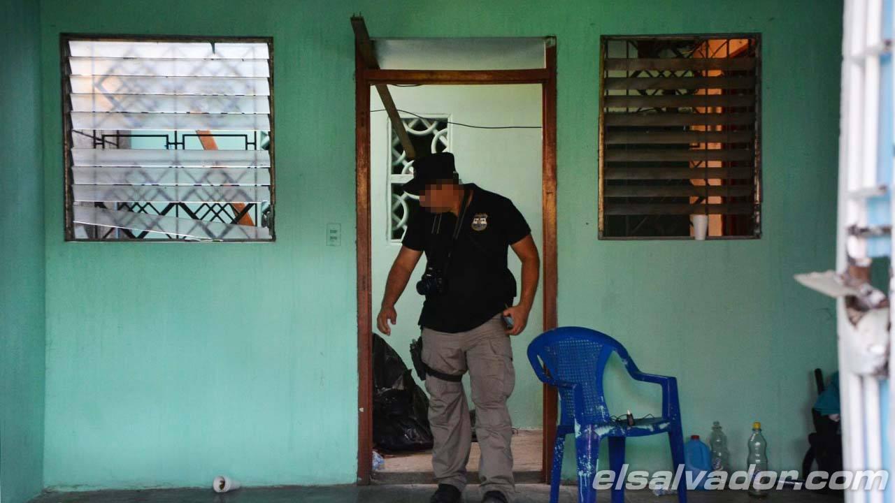 Pandillas le dan fuego a casa policial en Soyapango
