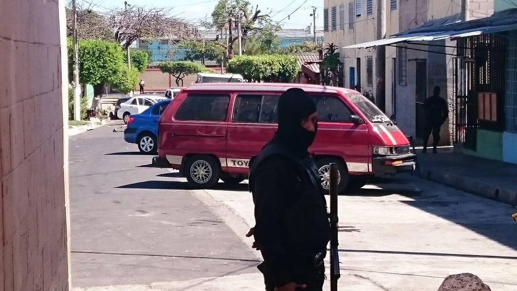 Tres muertos tras persecución policial en San Salvador