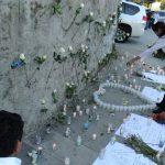 Familiares y amigos de Francisco Flores colocan flores y le visitan en el Hospital de la Mujer en la Colonia Escalón.
