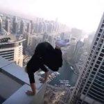 Hombre desafía a la altura en Dubái