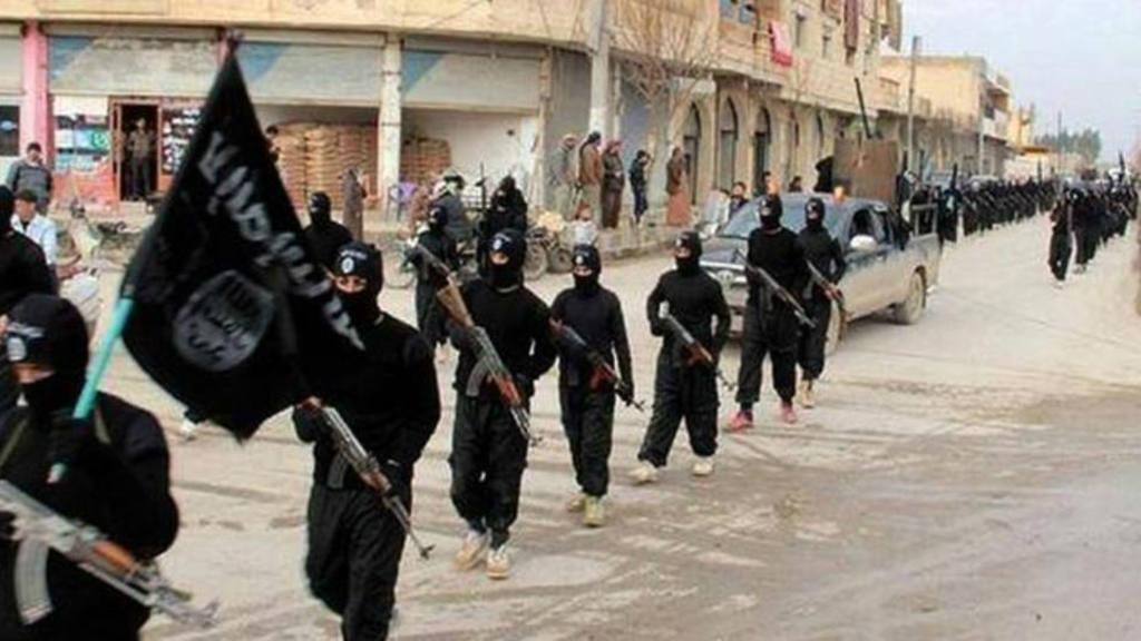 Estado Islámico mata a 135 personas en Siria